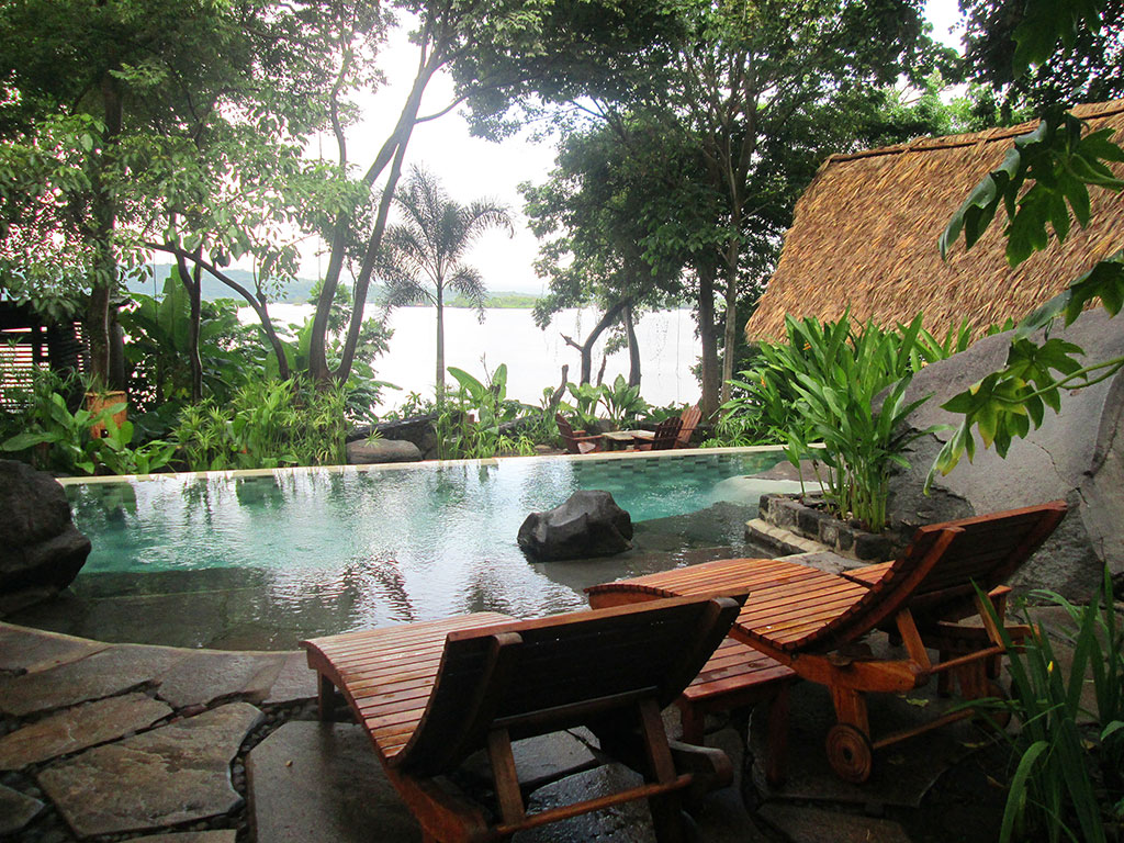 15-infinity-pool-at-Jicaro-Island-eco-lodge