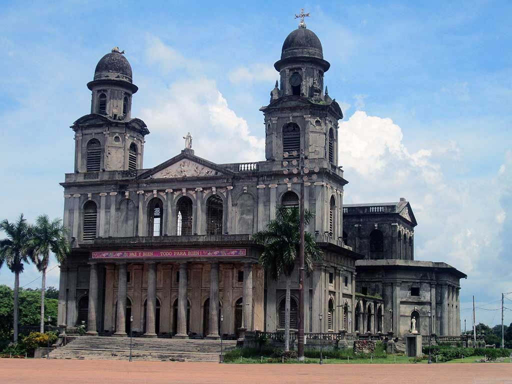 60-The-old-ruined-cathedral.Plaza-de-la-revolucion.-Managua