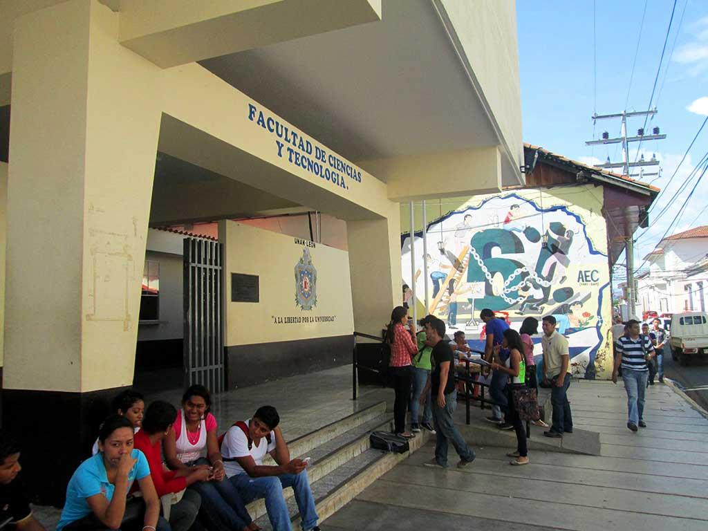 67-University-entrance.-Leon