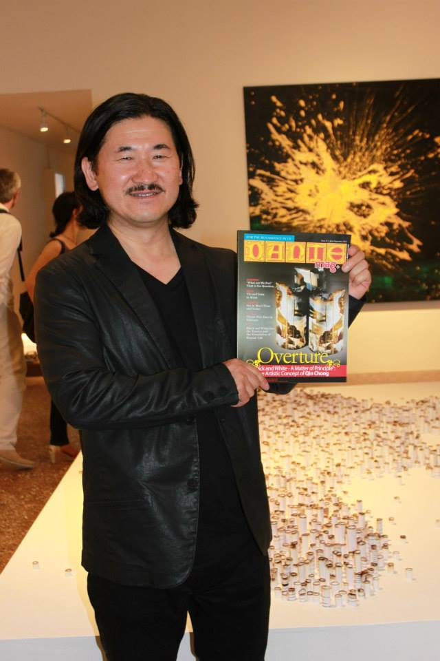 Qin Chong showing a copy of DANTEmag with his work on the cover