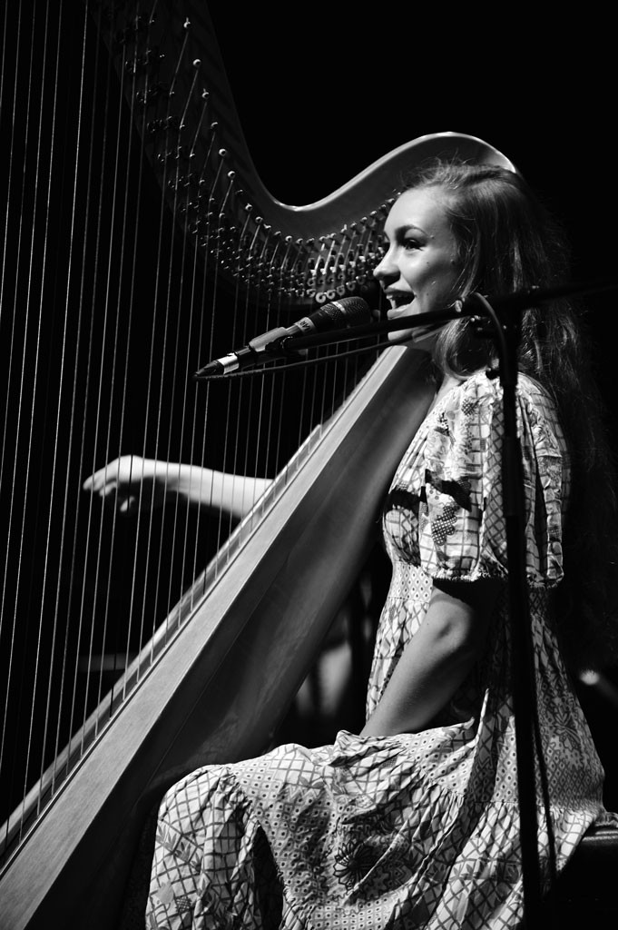 Yin-Joanna-Newsom-at-The-Grand-Canal-Theatre-September-14th-2010-6