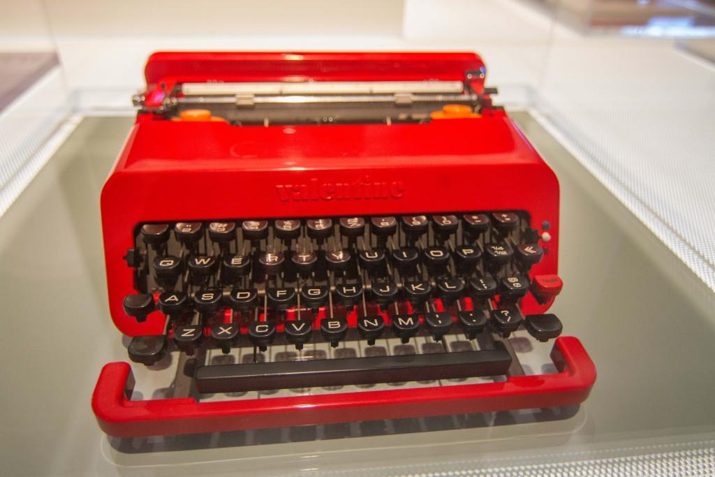Olivetti Valentine typewriter/ wikimedia commons