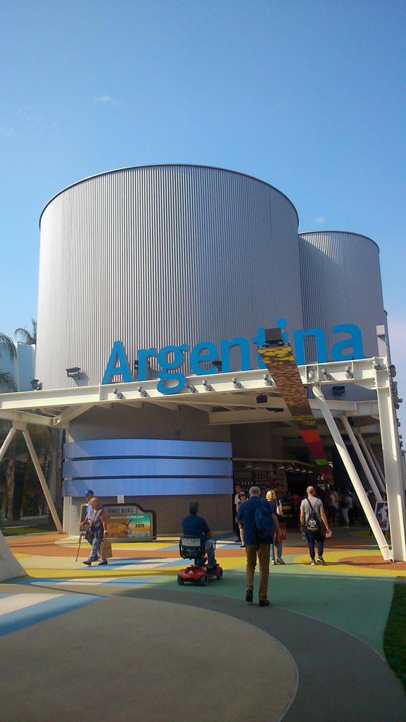 Padiglione-Argentina-(riproduce-la-forma-del-silos-di-una-nave,-per-richiamare-il-tema-dell'esportazione)