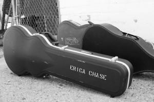 Erica Chase, guitar case, pc Veronica Gutierrez