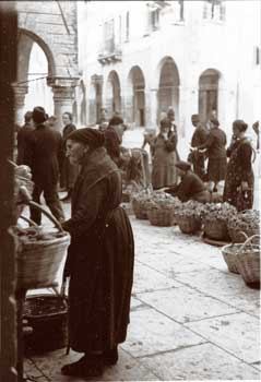 Before Halloween the filò - lady in the market